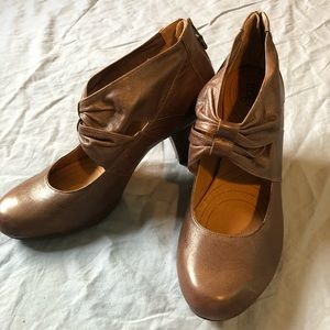Clarks Indigo Brown Leather Ruched Mary Jane Heels